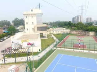 1/2/3 bhk flats with lift  on highway  derabassi with aminities :-